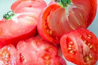 İtüzümü genellikle çok zehirli bir bitki türü olarak bilinir ancak patates,domates ve patlıcanla aynı aileden gelirler.
