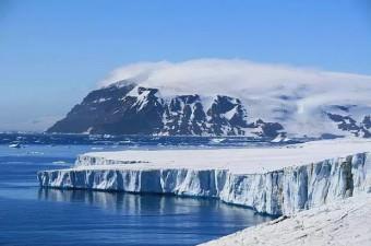 Antartika buzullarının altında, bir tanesi Kuzey Amerika'daki Ontario Gölü büyüklüğünde 400'e yakın göl bulunmaktadır.