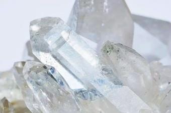 Meksika'nın Kristal Mağarası'nın 305 metre altında, 'okul otobüsü' büyüklüğünde dev kristaller vardır.