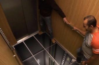 Peki düşen asansörde zemine çakılmadan önce sağ kurtulmak için ne yapmak gerekiyor? İşte cevabı!