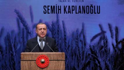 Erdoğan görür görmez elini öptü
