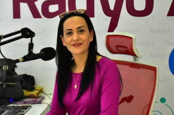 Venhar Sağıroğlu - Düşenin Dostu Olmaz Derler ya, İnanma Kızım