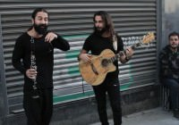 Ünlü İsim İstiklal'de Şarkı Söyledi
